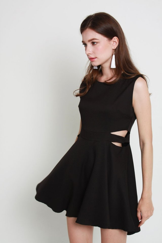 Everly Dress In Black